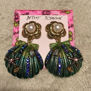Gorgeous seashell earrings